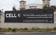 The banner erected by a disgruntled Cell C customer outside the World Wear shopping centre on Beyers Naude drive in Fairland, Johannesburg, was altered after the cellphone company sought legal advice on the matter. Picture: Reinart Toerien/EWN.