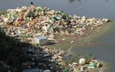 Plastic waste seen along a dam. Picture: pixabay.com