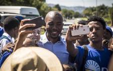 Democratic Alliance leader Mmusi Maimane takes a selfie with pupils of Allen Glen high school in Roodepoort during the voter registration weekendon 5 March 2016. Picture: Reinart Toerien/EWN