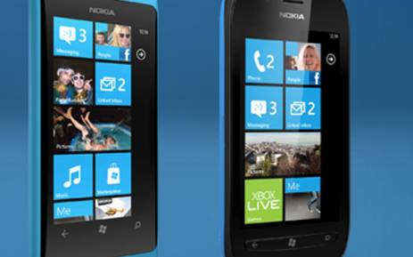 Nokia's new Lumia smartphones strengthen the company's effort to compete against Samsung and Apple.