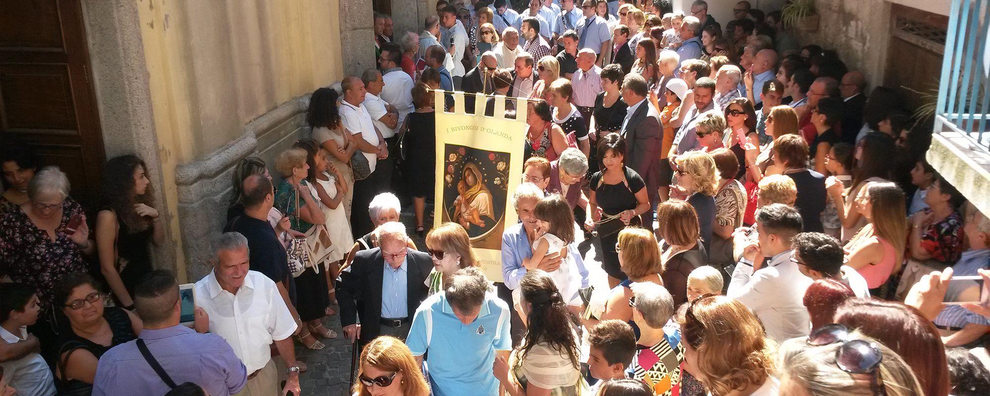 Santuario di Mamma Nostra; Uscita della processione di Maria SS Mamma Nostra