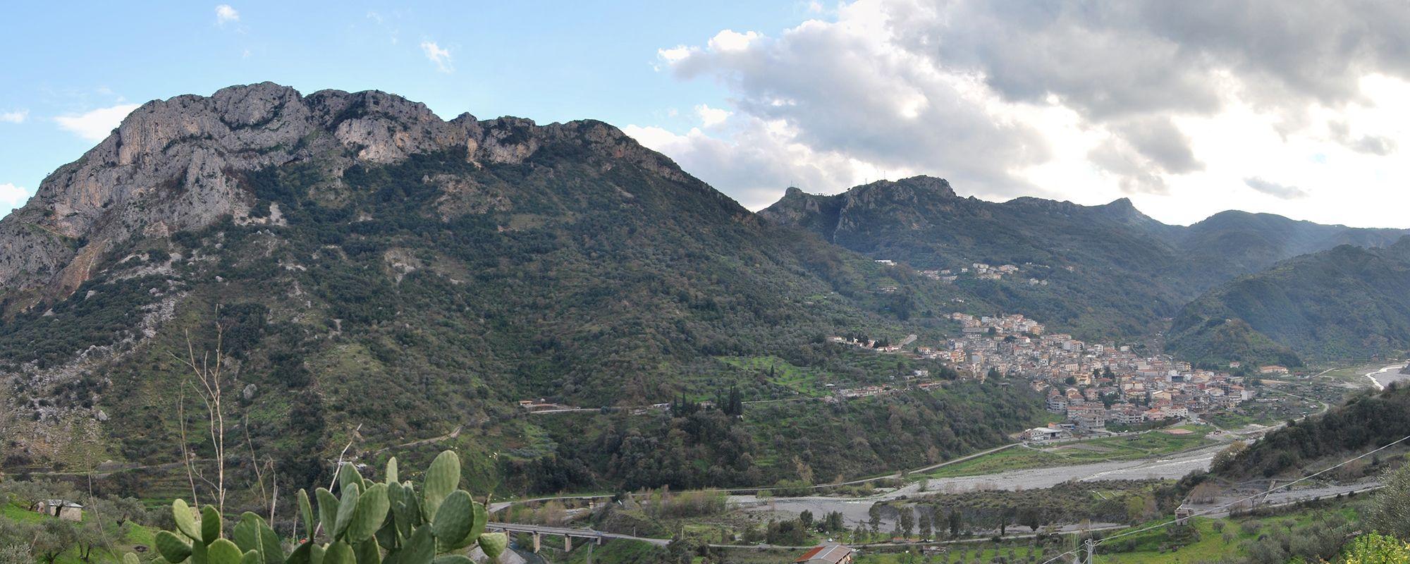 Apostoli; Panoramica su monte Consolino e su Bivongi