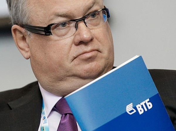 """Костин: ВТБ поддерживает идею помощи """"Мечелу"""" через выкуп облигаций ВЭБа"""