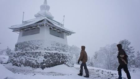 Компания «ЕВРАЗ» отложила снос буддийского храма на горе Качканар.