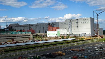 Стойленский ГОК приступил к установке технологического оборудования на строящейся фабрике окомкования.