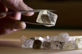 АЛРОСА назвала алмаз в честь 70-летия Победы.