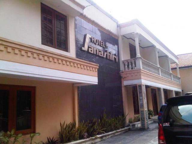 Hotel Sanashtri Solo