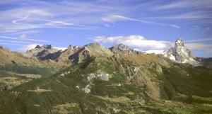 Le cave di oficalcite di Vencorère (Verrayes) si aprono su di un panoramico versante, con il Cervino sullo sfondo