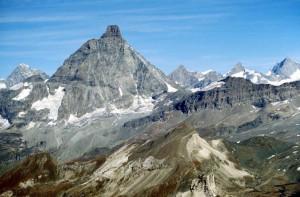Panoramica del Cervino dalla Roisetta. La Motta di Plété è in basso a sinistra