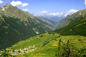L'infilata della valle di Cogne punta in direzione del Monte Bianco