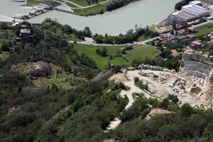 La cava Argentera a Settimo Vittone (TO). Nel fondovalle scorre la Dora Baltea.