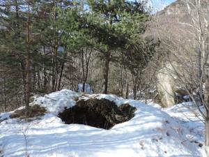 15. Altro gran forno da calce di fronte al precedente, a valle della stradina. Costruzione apparentemente recente.