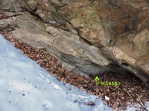 7. La piccola cava di alimentazione del forno in ottimo marmo. Vi è anche traccia di perforatore pneumatico.