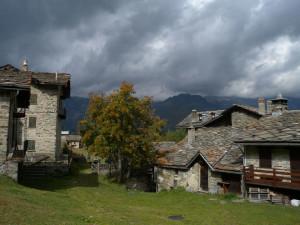 24 - Il villaggio di Cheneil, carico di storia e caro agli alpinisti di tutta Europa.