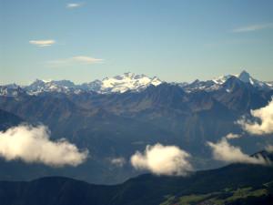 22 - Un des massifs cristallins internes visibles de la Roisette: le Grand Paradis, géologiquement analogue au Mont Rose.