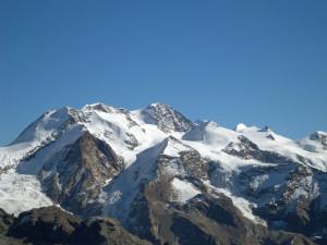 17 - Il duomo cristallino del Monte Rosa, dalla Dufour al Castore, scolpiti in rocce continentali subdotte, cioè sprofondate alla base dell'edificio alpino prima di rimbalzare in superficie.