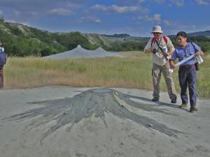 2.I vulcanelli di fango delle Salse di Nirano dal tempo di Stoppani attirano ancora i geologi.