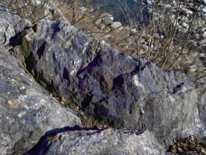 3. Lentille de minéraux sombres: l'amphibole bleue