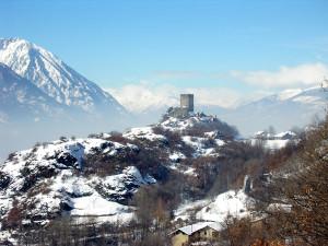 Il castello di Cly dopo una nevicata