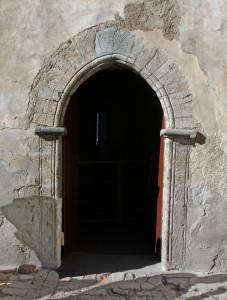 14. Profilo di apertura a sesto acuto in pietra ollare. Castello di Quart.