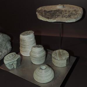 10.Scarti di lavorazione in cloritoscisto a grana fine da Valtournenche, Ayas e Champorcher, conservati al Museo dell'Artigianato Valdostano di Fénis.
