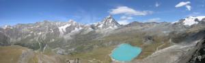 7. Panorama depuis l'extrémité nord du plateau sur la cuvette du Breuil et ses montagnes, du Mont Rose à droite aux Grandes Murailles à gauche en passant par le Cervin.