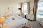 Mumbles luxury holiday home - double bedroom