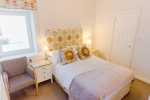 Three cliffs bay holiday home dog friendly - double bedroom