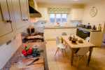 Oxwich bay nearby holiday home - kitchen