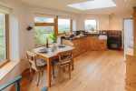 Cottage nearby Llandeusant kite feeding - kitchen