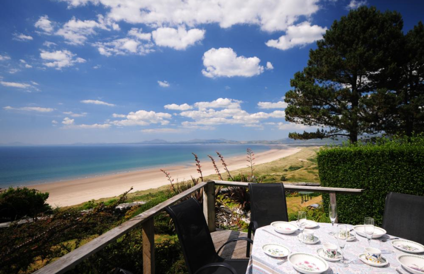 Harlech holiday home for rent with sea views