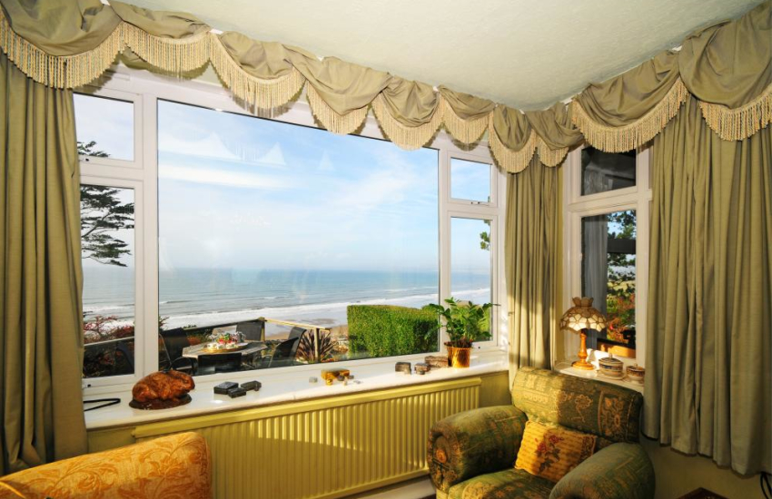 Hafod Wen Holiday Cottage overlooking the Beach and Sea at Harlech