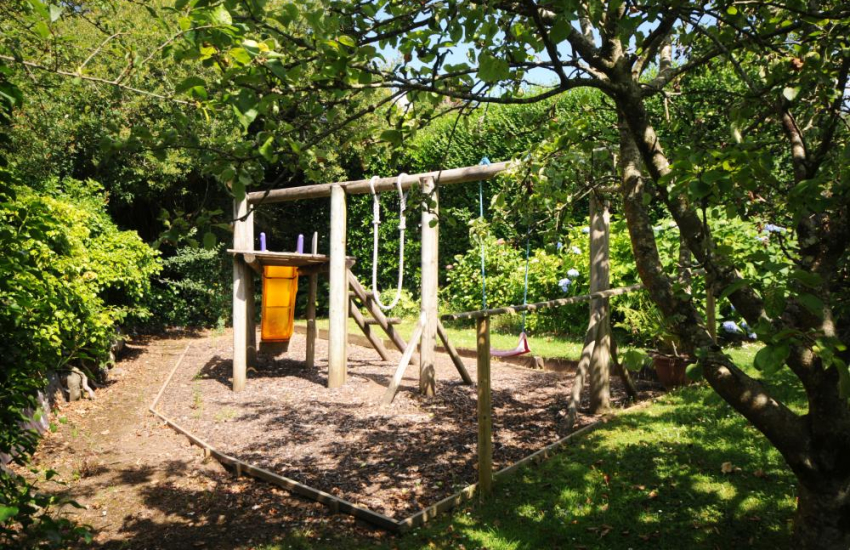 Gardens at Hafod Wen and children's play area