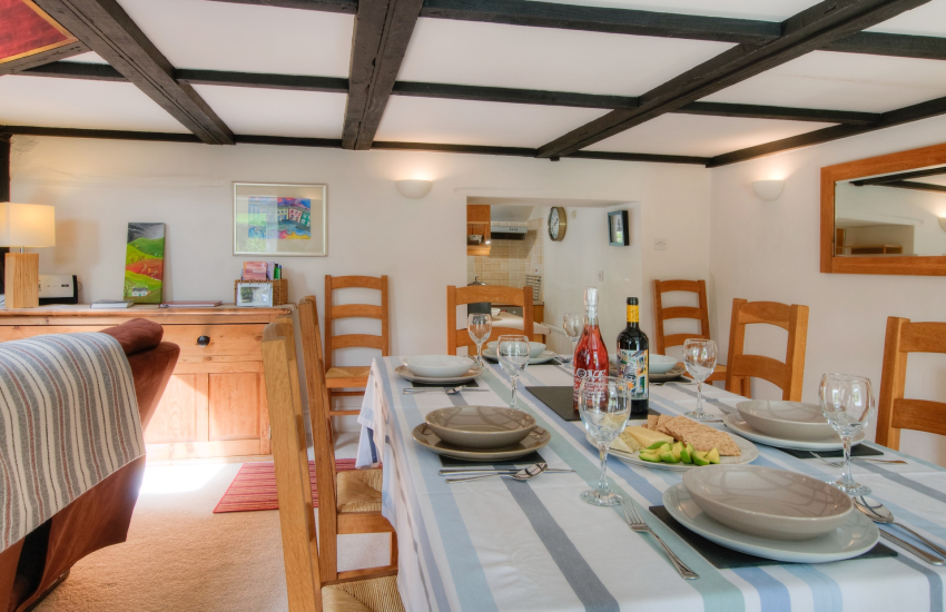 Pet friendly holiday cottage - dining