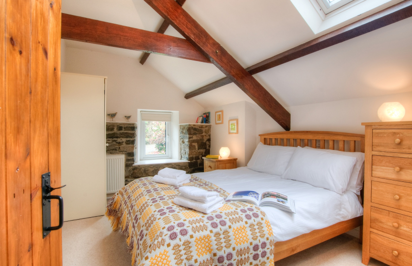 Pet friendly holiday cottage Aberaeron - bedroom