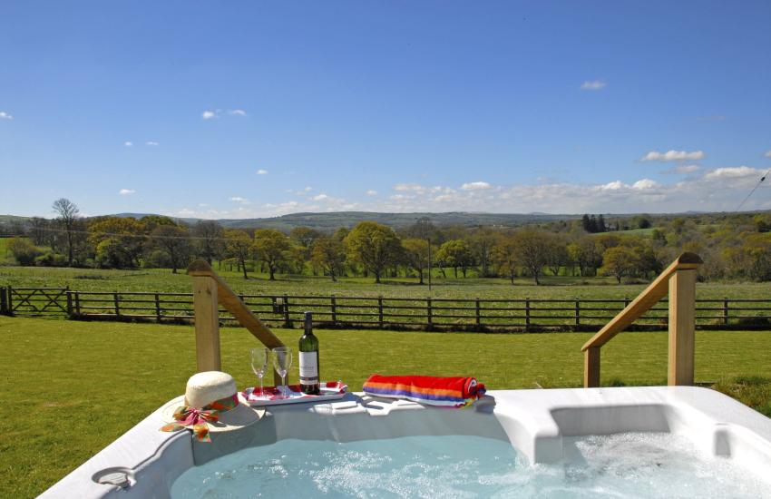 Cardiganshire holiday cottage with hot tub