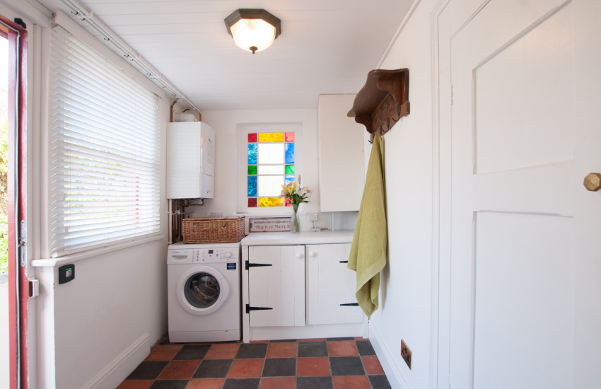 Cardigan bay holiday cottage - utility room