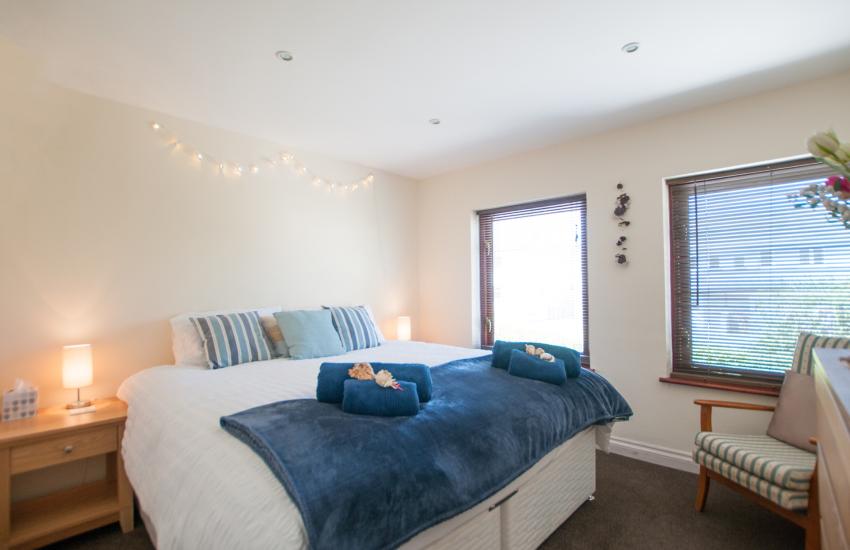 Porthdinllaen holiday cottage - bedroom