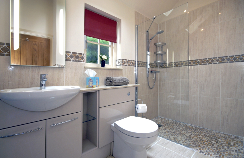 Pembrokeshire holiday cottage - double en-suite shower
