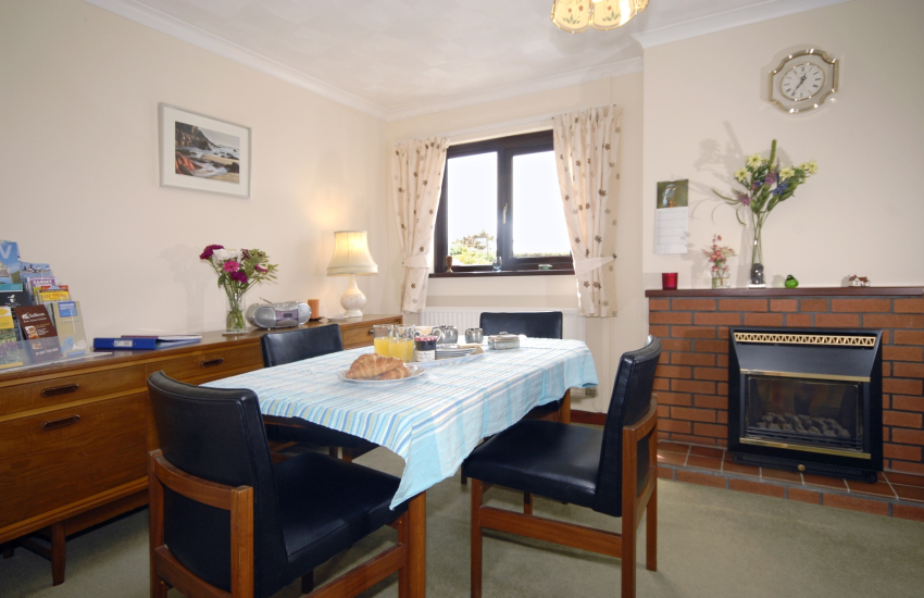 St Davids holiday home with open plan dining sitting room