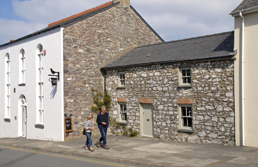 St Davids restored holiday cottage with parking