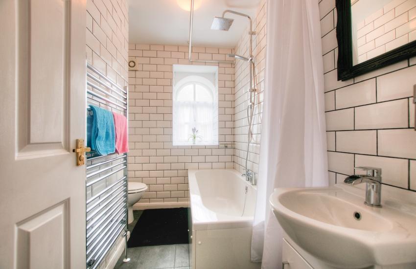 Dolgellau holiday cottage - bathroom