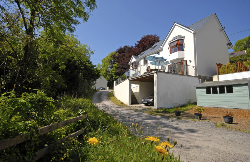 Wisemans Bridge large family holiday home - pet friendly