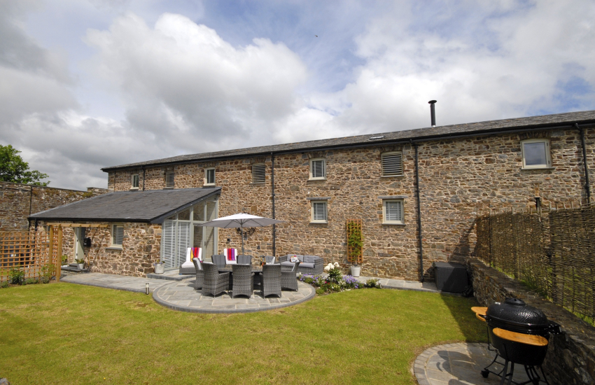 Pembrokeshire luxury converted barn with gardens - dogs welcome
