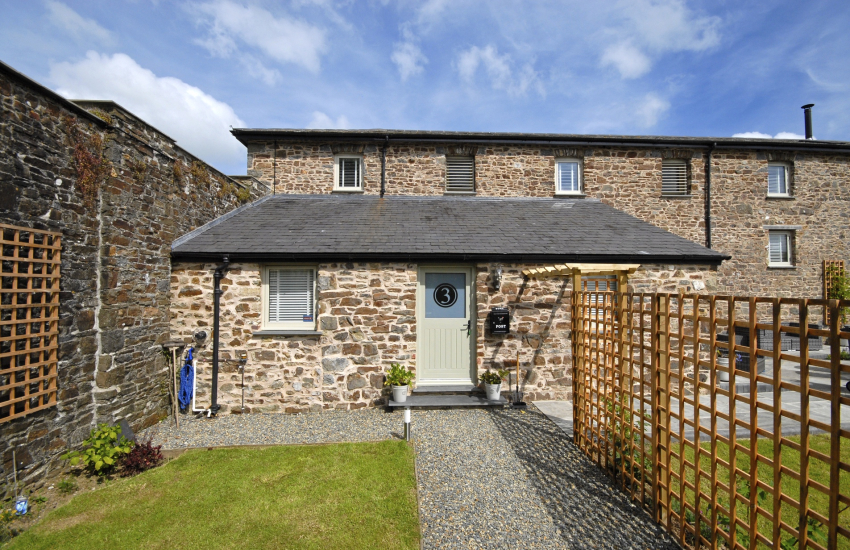 Pembrokeshire Grade II listed barn conversion sleeps 8 - pet friendly