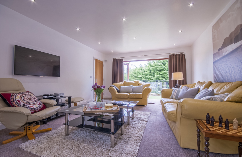 Amroth holiday house sitting room with Sky Plus tv, Bose speakers