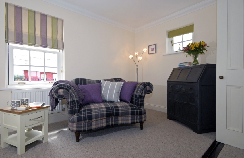 Trefin family holiday cottage - snug with lots of books and games