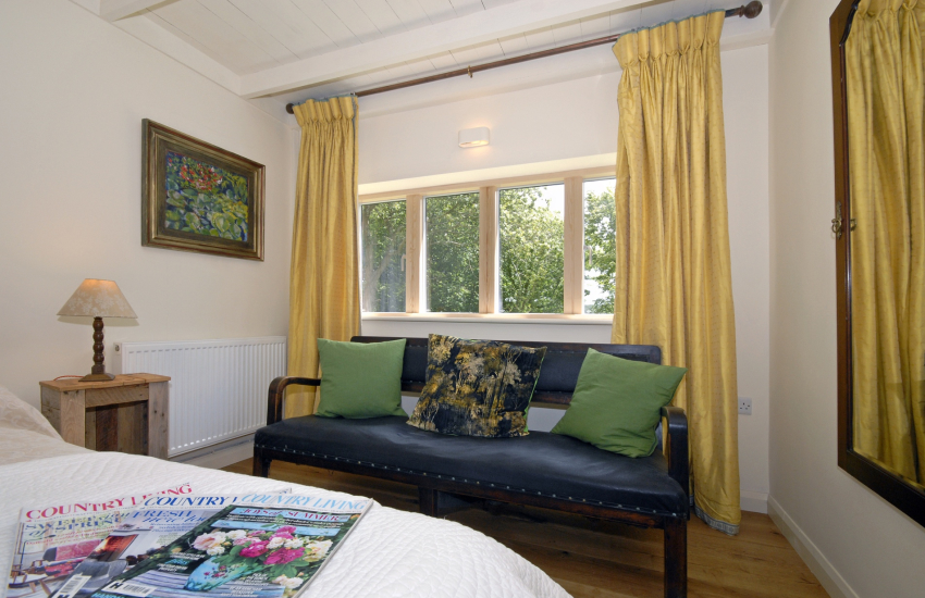 Abermawr Cottage - cosy master bedroom