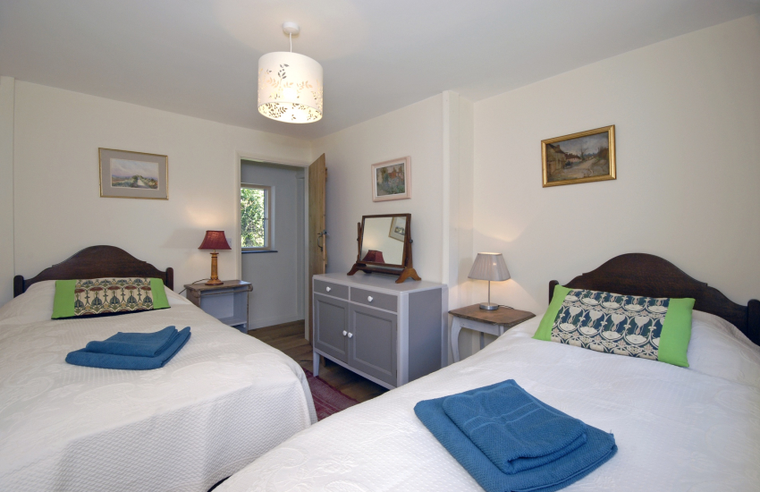 Abermawr holiday cottage sleeps 6 - twin