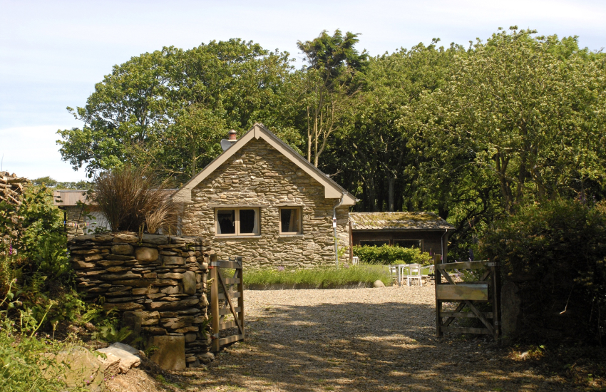 Dog friendly Welsh holiday cottage near Abermawr